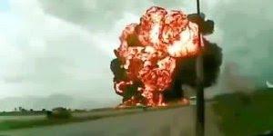 Que susto!!! Meu Deus!!! Imagine cair um avião deste pote em sua frente!!!
