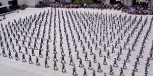 Turma Acadêmica Militar das Agulhas Negras, a sincronia é perfeita!