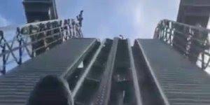 Vídeo com montanha russa impressionante, olha só a altura em que ela desce!!!