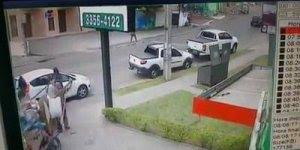 Vídeo impressionante de carro que perdeu o controle e quase matou um homem!!!