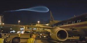 Luz no céu do Aeroporto de Miami assusta, será isso um OVNI?