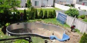 Vídeo mostrando a interessante construção de uma piscina de lona!!!