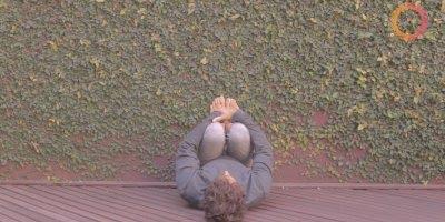 Yoga na parede, cuide das suas pernas com este video, confira!