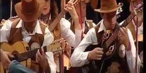 Ave Maria tocada em orquestra de violões, muito lindo, é de arrepiar!