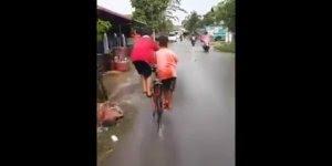 Como andar de bicicleta com seu amigo, quando só tem uma bike kkk!