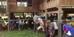 Da série vídeos legais veja só como o pessoal transporta uma casa!!!