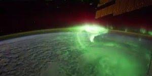 Imagens incríveis de uma Aurora Boreal vista do espaço, fantástico!!!
