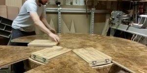 Mesa que aumenta e diminui de tamanho apenas girando ela, muito legal!