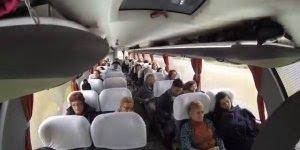 Orquestra dentro do ônibus, assim fica fácil viajar vocês não acham?