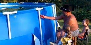 Pessoas que não sabem como se divertir com águas e piscinas hahaha!