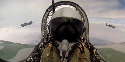 Pilotos da Caça brasileira voando pelo céu, simplesmente fantástico!!!