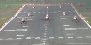 Red Arrows saindo de aeroporto para apresentação, veja que lindo!!!