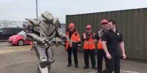 Tecnologia não para! Olha só o tamanho deste robô, fantástico não é mesmo!!!