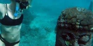 Templo Budista em baixo dágua na Indonésia, olha só que legal este mergulho!!!