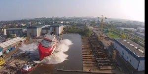 Vídeo com navios sendo colocados no mar, você já viu? É muito legal!!!