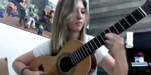 Bruna Viola cantando e tocando Viola Divina de Tião Carreiro e Pardinho!