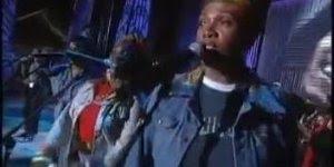 Olha só que legal Tracy Chapman cantando Three Little Birds de Bob Marley!!!