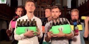 Tocando Billy Jean com garrafas de cervejas, simplesmente fantástico!!!