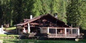 Belezas do lago Ghedina, que fica na Itália, muito lindo!