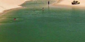 Escorregando na areia direto na água, um verdadeiro paraíso na terra!