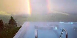 Vídeo com arco-íris espetacular, parece cena de algum filme de tão espetacular!