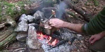 Vídeo mostrando como fazer uma panela usando casca de arvore!!!