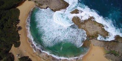 Vídeo mostrando Mar Chiquita, uma das prias mais famosas de Porto Rico!!!