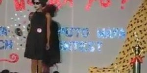 Apresentação de garota com musica Whitney Houston assustadoramente perfeito!!!