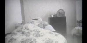 Câmera capta várias atividades paranormais em quarto de rapaz, confira!!!