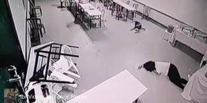 Câmera de segurança registra o momento em que uma mulher é atacada por fantasma!