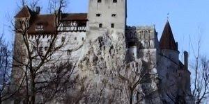 Imagine só passar a noite de Halloween no grande castelo de Conde Drácula!!!