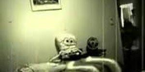 Para quem tem medo de bonecos, não veja esse vídeo, que medo!!!