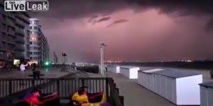 Tempestade assustadora chegando próximo da Bélgica, aterrorizante!!!