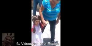 Vídeo de terror da estranha boneca que só caminha com sua dona!!!