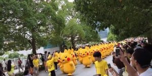 Desfile de Pikachu, quem não irira amar ver esse desfile hein? Que fofo!
