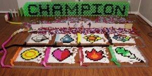 Dominós com Pokémon, veja que incrível essas pilhas de dominós caindo!