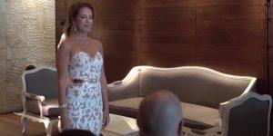 Noiva canta em sua entrada de casamento usando língua de sinais para o noivo!!!
