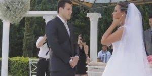 Noiva canta uma musica composta por ela no dia de seu casamento!