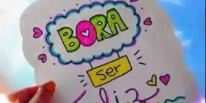 Vídeo com mensagem Bora ser feliz com corações e música, para Whatsapp!