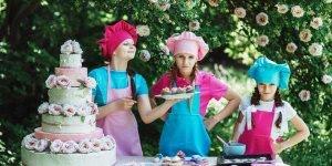 Dia 10 de maio é Dia da Cozinheira, homenageie ela que faz as melhores comidas!