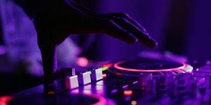 Dia 9 de Março é Dia Mundial do DJ - Entretém o público com variadas músicas!