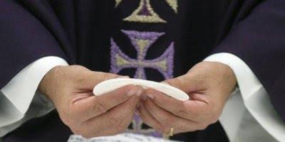 Dia do Sacerdote é Dia 27 de Abril, Vivem uma vida de sacrifícios em nome da fé!