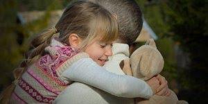 Feliz dia dos pais para pai distante - Com um abraço distante, mas apertado!