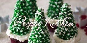 Cupcakes em formatos de mini arvores de Natal, para enfeitar com doces!