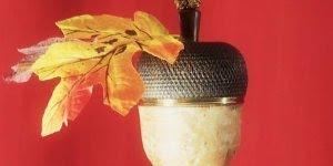 Enfeite para árvore de Natal com bombom dentro, um luxo, confira!