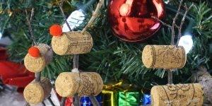 Enfeites de Natal utilizando rolhas, veja que incrível que fica!