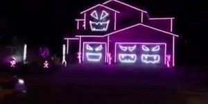 Luzes de Natal ao som da música Thriller do grande Michael Jackson!