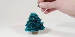 Tutorial para fazer uma mini árvore de Natal, para enfeitar onde você quiser!