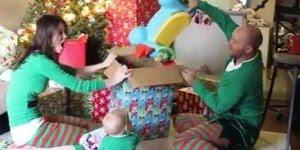 Veja como é o Natal com um bebê, muito fofo e engraçado kkk!