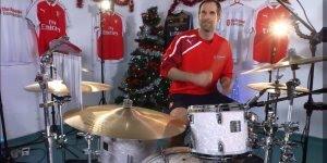 Video com musica de natal tocada na bateria pelo Petr Cech, confira como ficou!